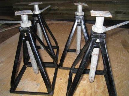 Арендавинтовые домкраты для поднятия деревянного дома